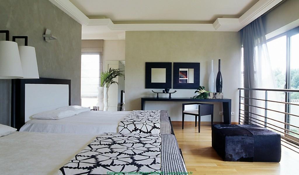 maison dans un parc interieur james olivier bansac. Black Bedroom Furniture Sets. Home Design Ideas