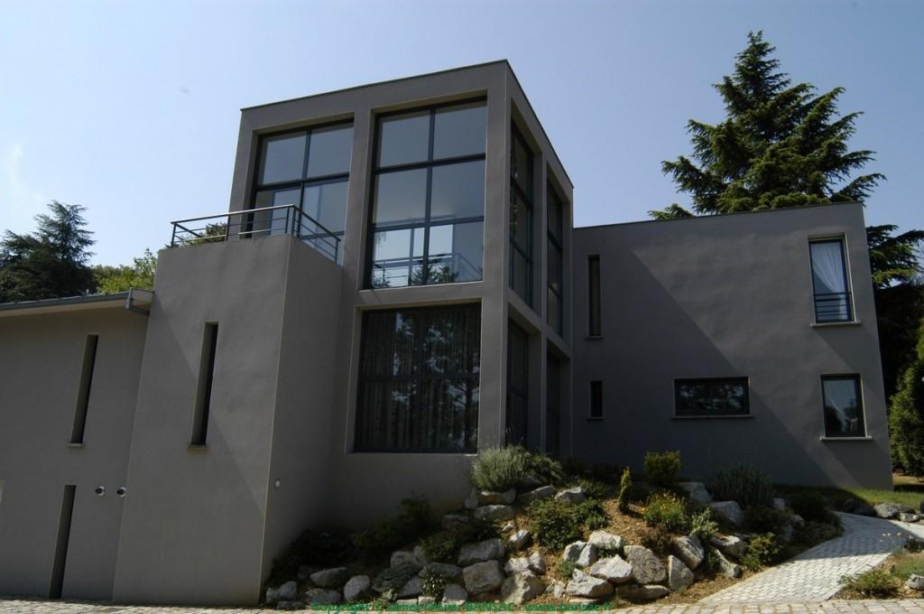 Maison grise james olivier bansac for Facade de maison grise